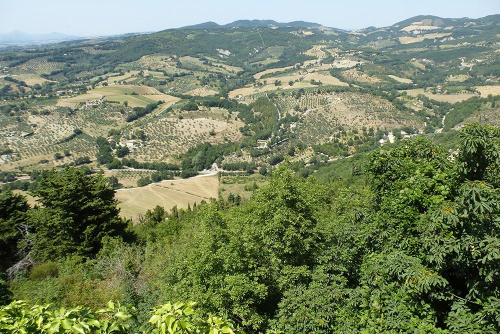 Am Abend kaufte ich Magnesium und Kalzium. Der freundliche Apotheker in Assisi ermutigt mich, in der Hitze weiterzulaufen. Er würde gerne mit pilgern, so gesund empfinde er das Tun.