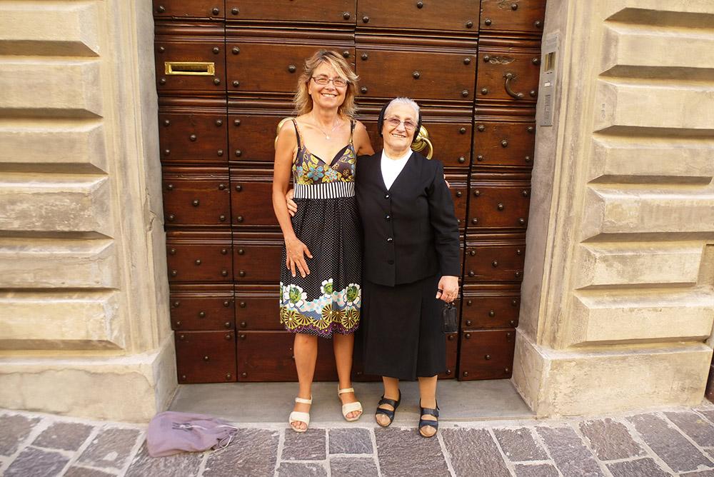 """Das Lächeln einer Schwester in Gubbio """"Sine dubio in Gubbio. Ohne Zweifel in Gubbio"""""""