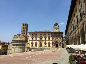 Arezzo Piazza Grande Von Andrewrabbott - Eigenes Werk, CC-BY-SA 4.0,