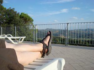 Von der Poggia in Umbrien geht der Blick in die Toskana