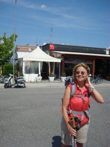 Belohnen geht immer. Bar Paola an der SP 221. Über den Tiber gelangen wir in die Stadt.
