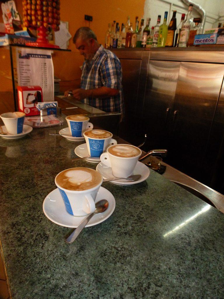 Die waren nicht alle für mich. Nettes Café in Ponticelli
